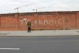"""Toruń. Zburzono resztki murów dawnego """"Tormięsu"""". Napis, który oparł się komunistycznej bezpiece, już nie istnieje ZDJĘCIA"""