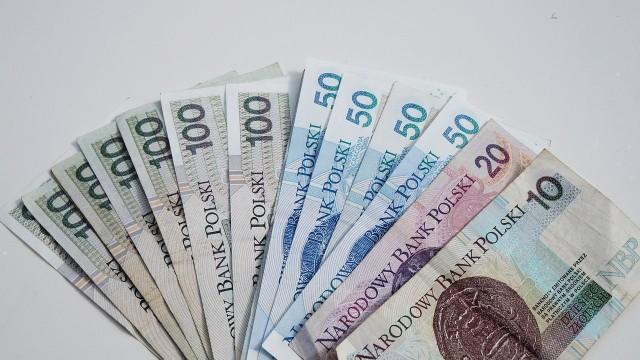 Na kogo czekają wielkie pieniądze we wrześniu? Do kogo los się uśmiechnie, a kto powinien szczególnie uważać? Sprawdzamy, co gwiazdy mówią o finansach w najbliższych dniach. Zobacz, czy czeka Cię zastrzyk gotówki, czy finansowe kłopoty. Szczegóły na kolejnych zdjęciach >>>