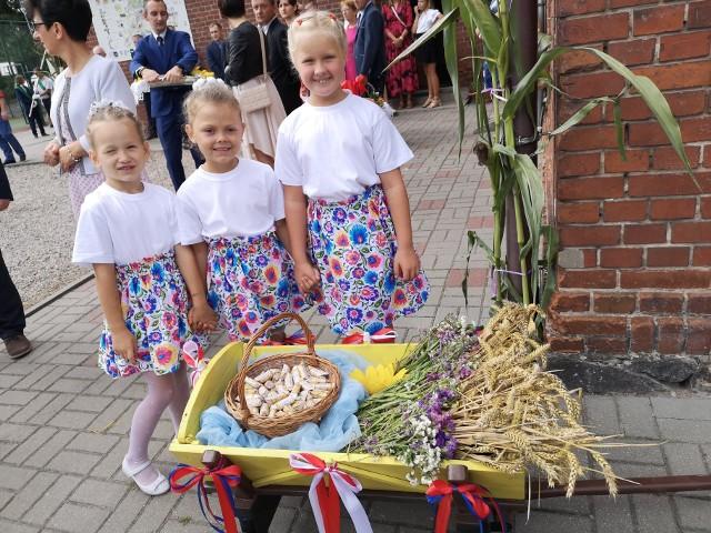 W minioną sobotę, 21 sierpnia, w Murzynnie odbyły się dożynki. Świętowali tu rolnicy gminy Gniewkowo. Dla gości zagrali Gniewkowianie, Wierzchosławiczanki oraz Power Play