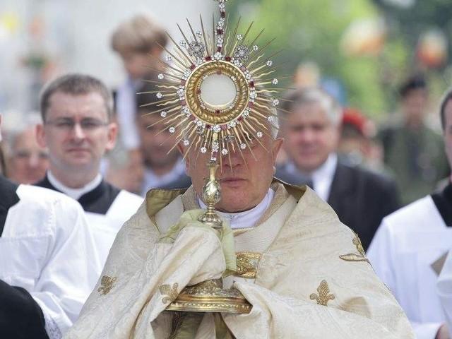 , metropolita białostocki przewodniczył procesji