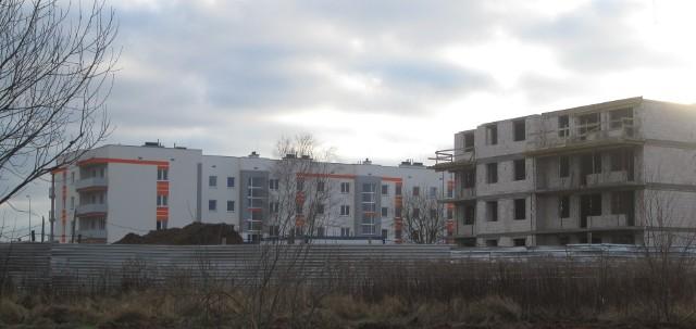 Mieszkania na wynajemBank Gospodarstwa Krajowego chce zwiększyć dostępności mieszkań na wynajem. Fundusz Mieszkań na Wynajem ma przede wszystkim poprawić sytuację na rynku mieszkaniowym poprzez stworzenie warunków zachęcających Polaków do zwiększenia mobilności zawodowej, pobudzić rynek nieruchomości i wykreować zinstytucjonalizowany rynek najmu.
