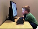 Jakie treści docierają do dziecka z internetu? [wideo]