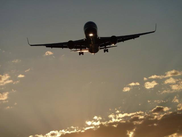 Widok samolotu krążącego nad miastem zaniepokoił część poznaniaków.