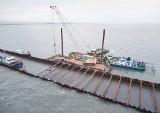 Kamień do budowy przekopu mierzei dotrze barkami przez Zalew Wiślany. Chcą oszczędzić lokalną drogę