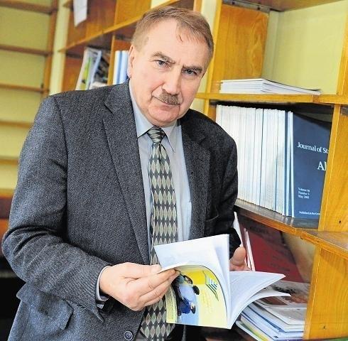 Trzeba zwracać większą uwagę na stan psychiczny pacjentów, którzy trafiają do tych placówek - mówi psychiatra, Andrzej Rajewski