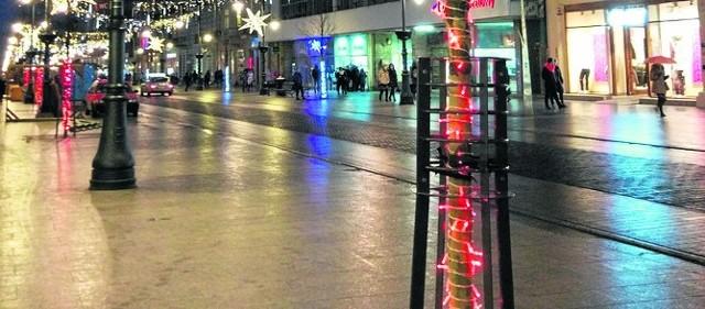 Stała iluminacja na  ul. Piotrkowskiej ma zacząć w pełni działać w pierwszych dniach nowego roku.