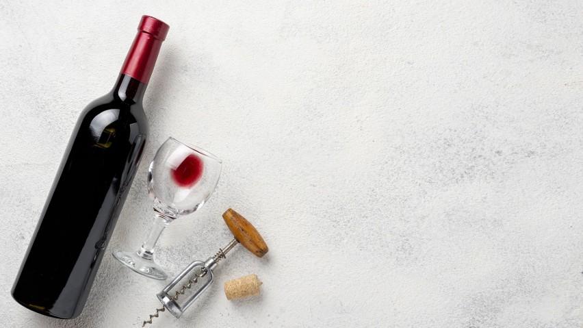 Degustacja wina w domowych warunkach. Jak się do niej przygotować i o czym należy wiedzieć? [PORADNIK]