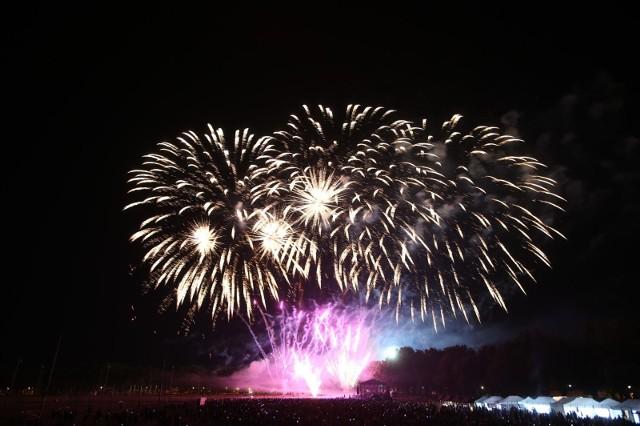 Miasta rezygnują z organizowania Sylwestra miejskiego pod chmurką. W tym roku nie będzie koncertów, pokazów laserów czy innych imprez organizowanych przez władze samorządowe.