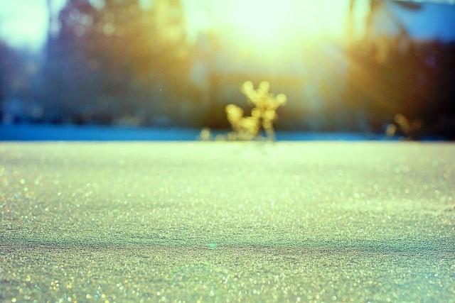 Żółty śnieg pojawił się w różnych częściach Europy. Na kolejnych slajdach zobaczycie zdjęcia naszej internautki Aliny z Turawy. ---->