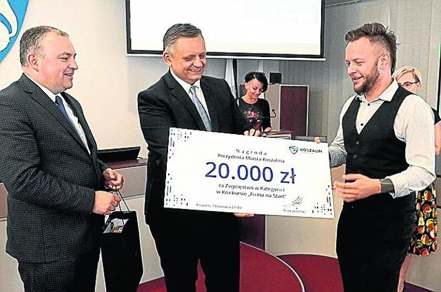 """Prezydent Koszalina wręczył nagrody w konkursie """"Firma na start"""" - można było wygrać nawet 20 tys. złotych"""