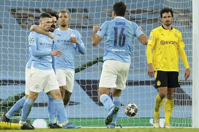 Piłkarze Manchesteru City mają powody do radości, bo wygrywają mecz za meczem. W sobotę ich rywalem będzie Leeds