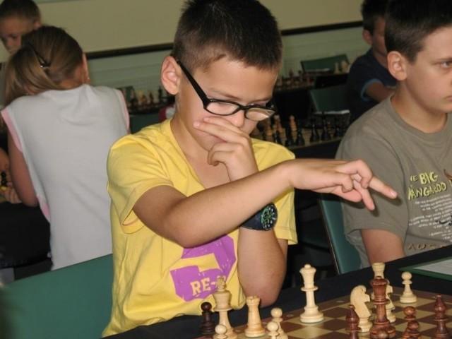 Szymon Zajkowski rozegrał siedem partii zdobywając 7 punktów. Tym samym jako jedyny spośród 103 zawodników ukończył turniej wygrywając wszystkie partie. Kolejne ligowe zmagania szachistów już 12-13 października.