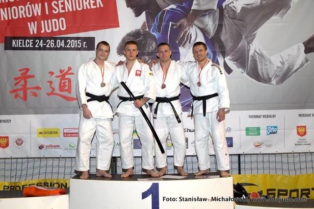 Drugi z lewej Damian Szwarnowiecki.