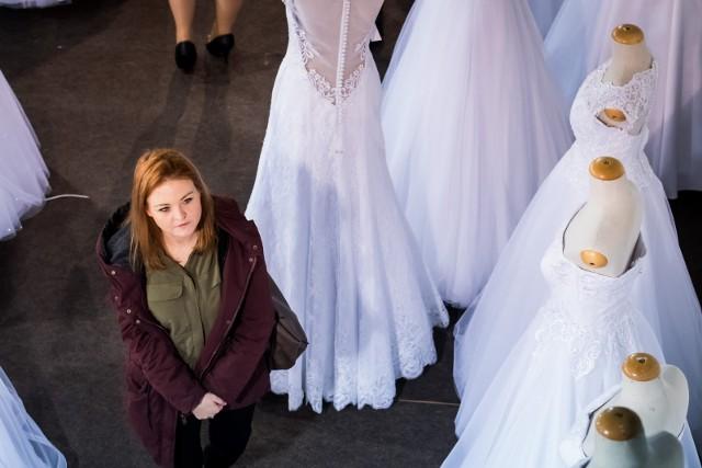 Branża ślubno-weselna do monotonnych nie należy: śluby w plenerze, uciekające panny młode, wesela bez wódki, a nawet - bez pary młodej.