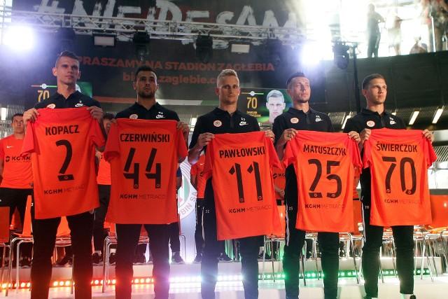 Nowe nabytki Zagłębia w sobotni wieczór po raz pierwszy zaprezentowały się ze swoimi nazwiskami na miedziowych koszulkach