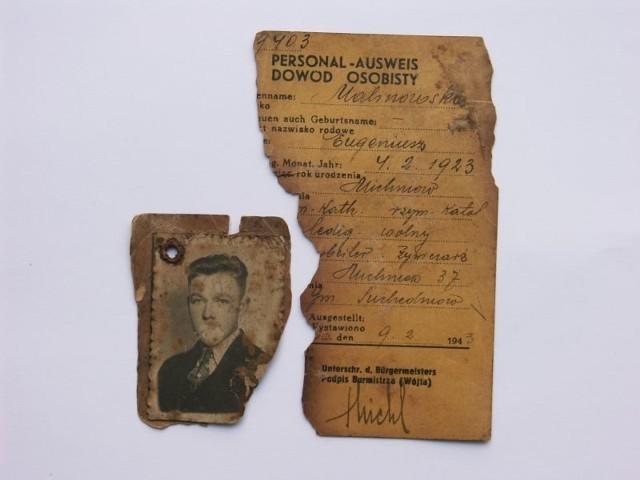 Nadpalony dowód osobisty Eugeniusza Malinowskie-go, ofiary pacyfikacji Michniowa 12-13 lipca 1943 roku, ze zbio-rów Mauzoleum Martyrologii Wsi Polskich w Michniowie.