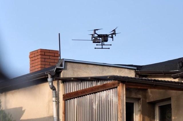 Specjalny dron bada jakość powietrza w Poznaniu, wspierając pracę strażników z Eko-patrolu