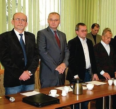Zbigniew Bucki (pierwszy z lewej) w czwartek apelował o zmniejszenie liczby komisji. Obok Krzysztof Wojtusik, Paweł Sroga i Jan Krupa. Fot. Aleksander Gąciarz