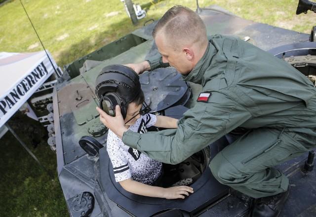 Dziś w Łańcucie odbywa się piknik militarny na święto 10 Pułku Strzelców Konnych. ZOBACZ TEŻ: Pomnik Czynu Rewolucyjnego - zburzyć, czy zostawić? [SONDA]