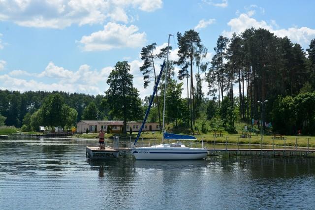 KamieńTak wyglądają plaże, jeziora i molo w Sępólnie, Więcborku i Kamieniu Krajeńskim