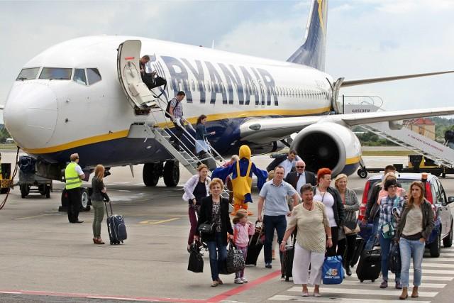 Greckie wyspy, Hiszpania, Turcja, Włochy i Bułgaria - tam najchętniej lataliśmy w wakacyjnych miesiącach z wrocławskiego lotniska podczas minionych wakacji. Ci, którzy chcieliby przedłużyć sobie wakacje, mogą znaleźć atrakcyjne oferty na początek jesieni. Planujesz wylot na wakacje, ale nie wiesz dokąd i za ile? Sprawdziliśmy najtańsze połączenia z wrocławskiego lotniska we wrześniu i na początku października. Planując wylot już teraz możemy liczyć na loty nawet za 29 zł.Oto najciekawsze i najtańsze oferty lotów z wrocławskiego lotniska.Zobaczcie kolejne miejsca, posługując się klawiszami strzałek na klawiaturze, myszką lub gestami.