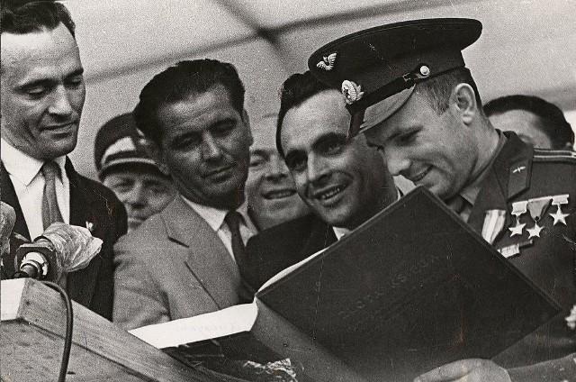 22 lipca 1061. Oczywiście nie mogło zabraknąć wpisu kosmonauty we wszelkich księgach pamiątkowych