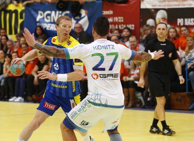 Karol Bielecki (z piłką) już w sobotę do zobaczenia w akcji w hali Arena Szczecin.