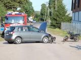 Osobówka uderzyła w motorower. Jedna osoba ranna