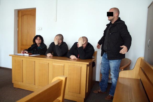 Oskarżeni podczas procesu w 2014 roku. Od lewej: Tomasz P., Paweł M. ps. Misiek i Grzegorz Z.