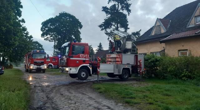 Kobieta żyła w strasznych warunkach! Uratowali ją strażacy, którzy przyjechali do pożaru przewodu kominowego