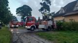 Kobieta żyła w strasznych warunkach. Uratowali ją strażacy, którzy sprawdzali budynek po pożarze. Rodzina nie powiadomiła ich o 53-latce