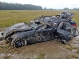 BMW wypadło z drogi i dachowało. Młody kierowca trafił do szpitala. Wrak ciężko rozpoznać! (ZDJĘCIA)
