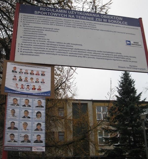 Wybory 2010 Agitacja Pod Szkołą Na Plakacie Dyrektorka