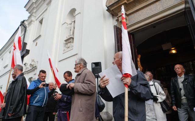 Manifestację w obronie chrześcijaństwa i suwerenności Polski zorganizowało Porozumienie Podkarpackich Organizacji Chrześcijańskich, Narodowych i Patriotycznych. Marsz rozpoczęła msza święta w kościele św. Krzyża, potem uczestnicy przeszli pod pomnik żołnierzy AK.