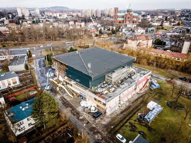 Hala sportowa w Czeladzi zmieni swój wygląd, a właśnie rozpoczyna się remont budynku klubowego na stadionie Zobacz kolejne zdjęcia/plansze. Przesuwaj zdjęcia w prawo - naciśnij strzałkę lub przycisk NASTĘPNE