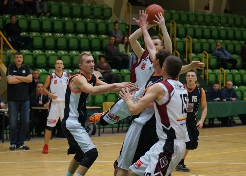 Koszykarze Domino Inowrocław pokonali ekipę Obry Kościan 64:61 [zdjęcia]