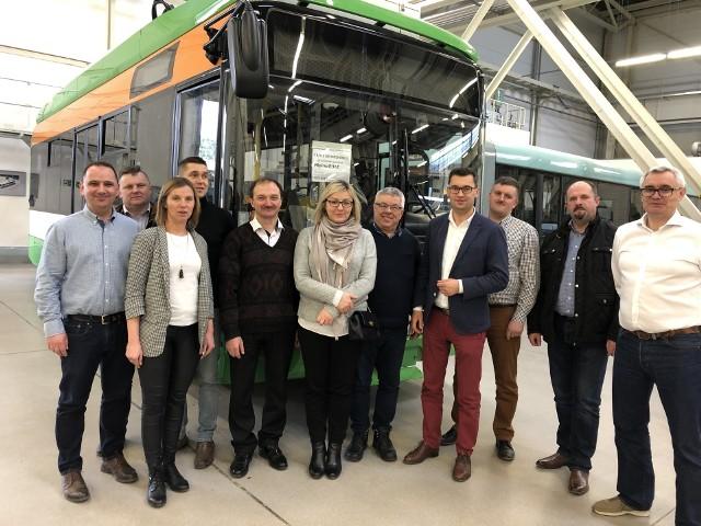 Delegacja z Miechowa w fabryce Solarisa