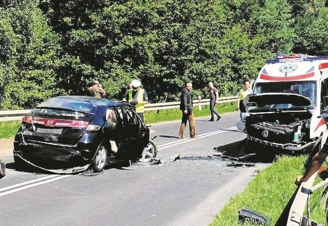 Prokurator uznał, że kierowca karetki umyślnie naruszył zasady bezpieczeństwa. Ma zapłacić grzywnę 3 tys. zł.