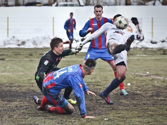 Na 1 maja Pomorski Związek Piłki Nożnej wyznaczył rozegranie spotkania Bałtyckiej III ligi Pogoń Barlinek - Gryf Słupsk.