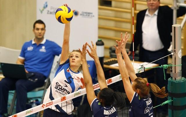 Anna Grejman (przy piłce) w poprzednim sezonie rzadko pojawiała się na parkiecie. Młoda zawodniczka liczy, że w barwach Impelu Wrocław będzie miała okazję do częstszych występów.