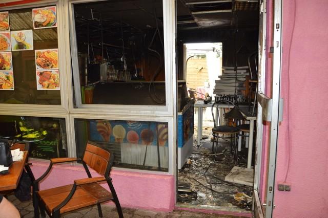 """Paliło się wnętrze lokalu gastronomicznego na tzw. """"Małym Bazarze"""" w Słubicach. Sprawę bada policja."""