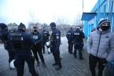 Ruch Chorzów. Interwencja policji na Cichej WIDEO Przepychanki przed stadionem podczas meczu Niebieskich z Foto-Higieną Gać