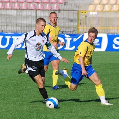 Jacek Falkowski (przy piłce) wzmocni zespół Młodej Ekstraklasy