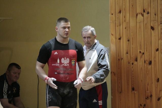 Arkadiusz Michalski (z lewej) ze szkoleniowcem opolskiego klubu Ryszardem Szewczykiem.
