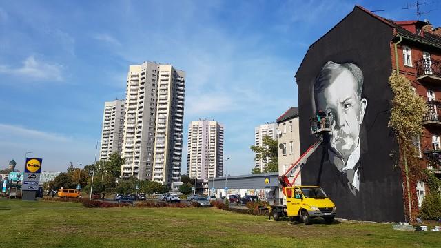 Mural z wizerunkiem Wojciecha Korfantego powstaje w centrum Katowic.