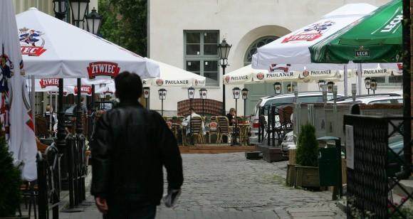 Turystów i szczecinian na Podzamcze przyciągają ogródki gastronomiczne. Bez nich nowa starówka nie będzie tak atrakcyjna.