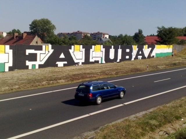 Graffiti to dla kibiców klubowych sposób na zaznaczenie terenu