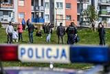 """W Spółdzielni Mieszkaniowej """"Ujeścisko"""" znaleziono podsłuchy. Mieszkańcy ustawili sąsiedzkie dyżury przy siedzibie"""