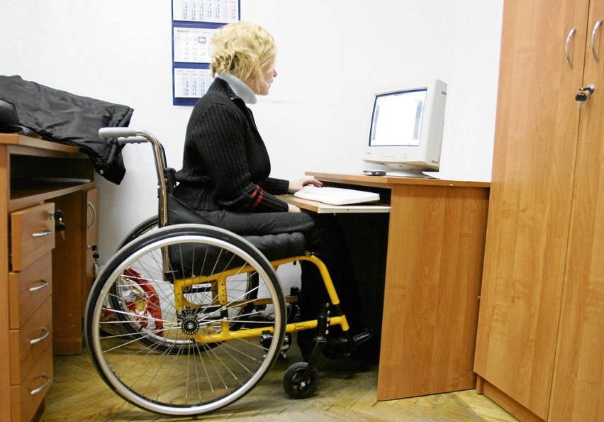 Po zmianie przepisów niepełnosprawnym coraz trudniej zdobyć pracę, pomoc w rehabilitacji i leczeniu