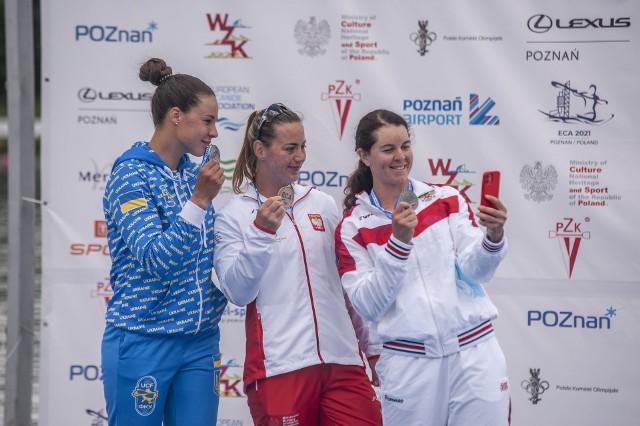Dorota Borowska na najwyższym stopniu podium po zwycięstwie w kanadyjkowym sprincie